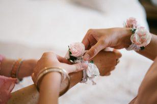 Bracelet fleurs demoiselles dhonneur e1590999953960