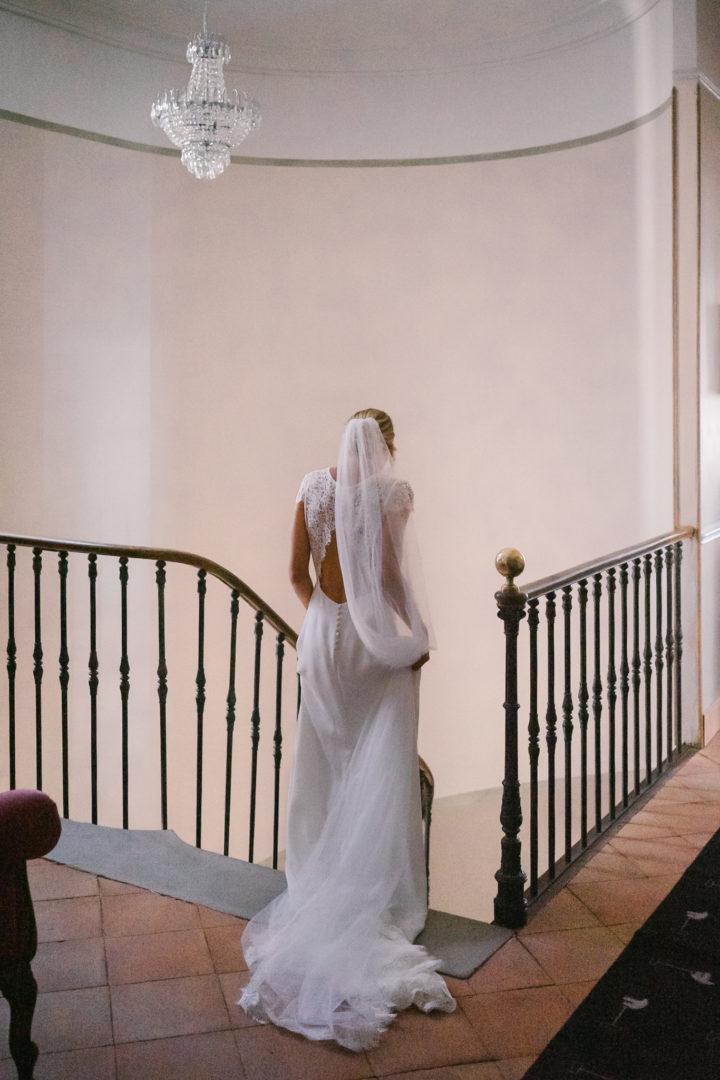 chateau de lhers robe de mariée de dos