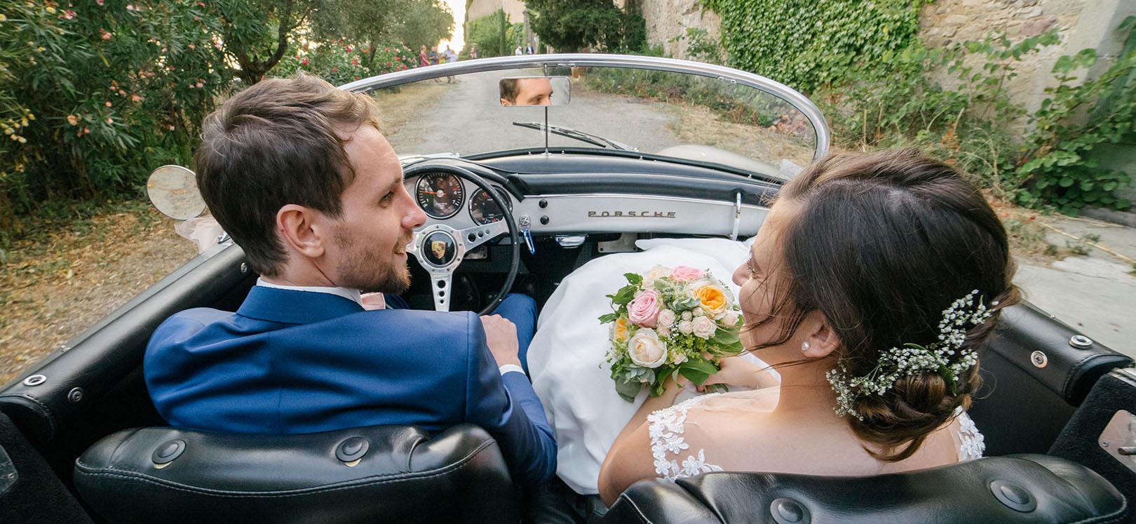 Mariée en voiture ancienne porche 356